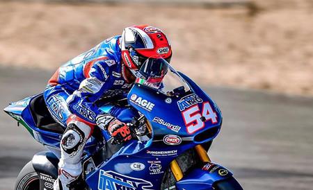 Mattia Pasini vuelve a liderar en un día marcado por el accidente de Álex Márquez