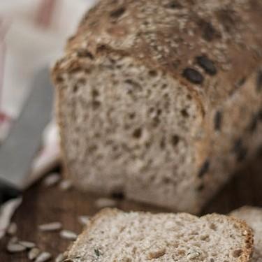 Pan de molde con kéfir, harina integral y semillas: receta con y sin Thermomix
