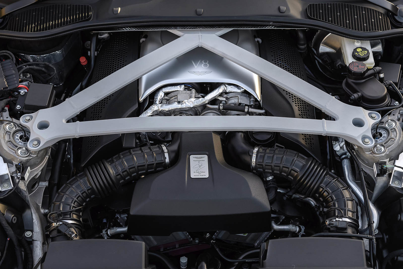 Foto de Aston Martin DB11 V8 (21/21)
