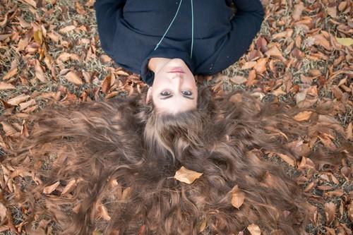 ¿Por qué se nos cae más el pelo en otoño? Causas y soluciones para este problema