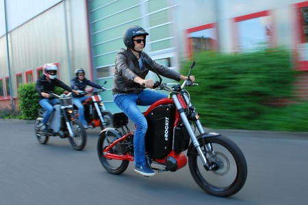 Con 120 km de autonomía y a 80 km/h: la eRockit es una moto eléctrica a pedales que cuesta 11.850 euros