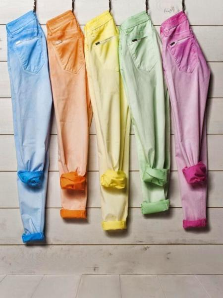 Pantalones de colores [Los 50 flechazos del verano]