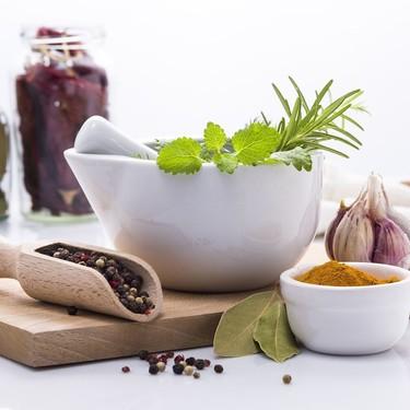 Siete técnicas culinarias más allá de las habituales: te contamos todo lo que necesitas para ponerlas en práctica