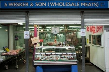 Wesker & Son, la carnicería con carne humana que Capcom abre en Londres para promocionar 'Resident Evil 6'