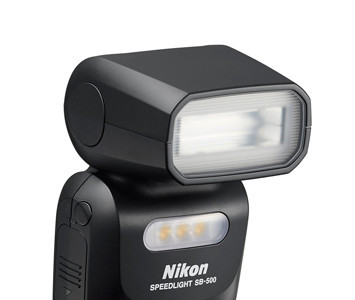 Nikon SB-500 y Nikkor 20mm f/1.8G ED, el nuevo flash con luz LED y el nuevo objetivo fijo de Nikon