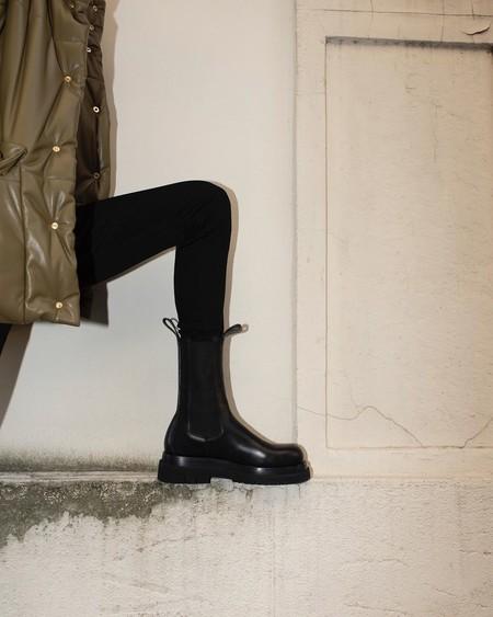 Si tú también sueñas con los botines de Bottega Veneta, estas versiones low-cost podrían calmar tu ansia de gastar a lo loco