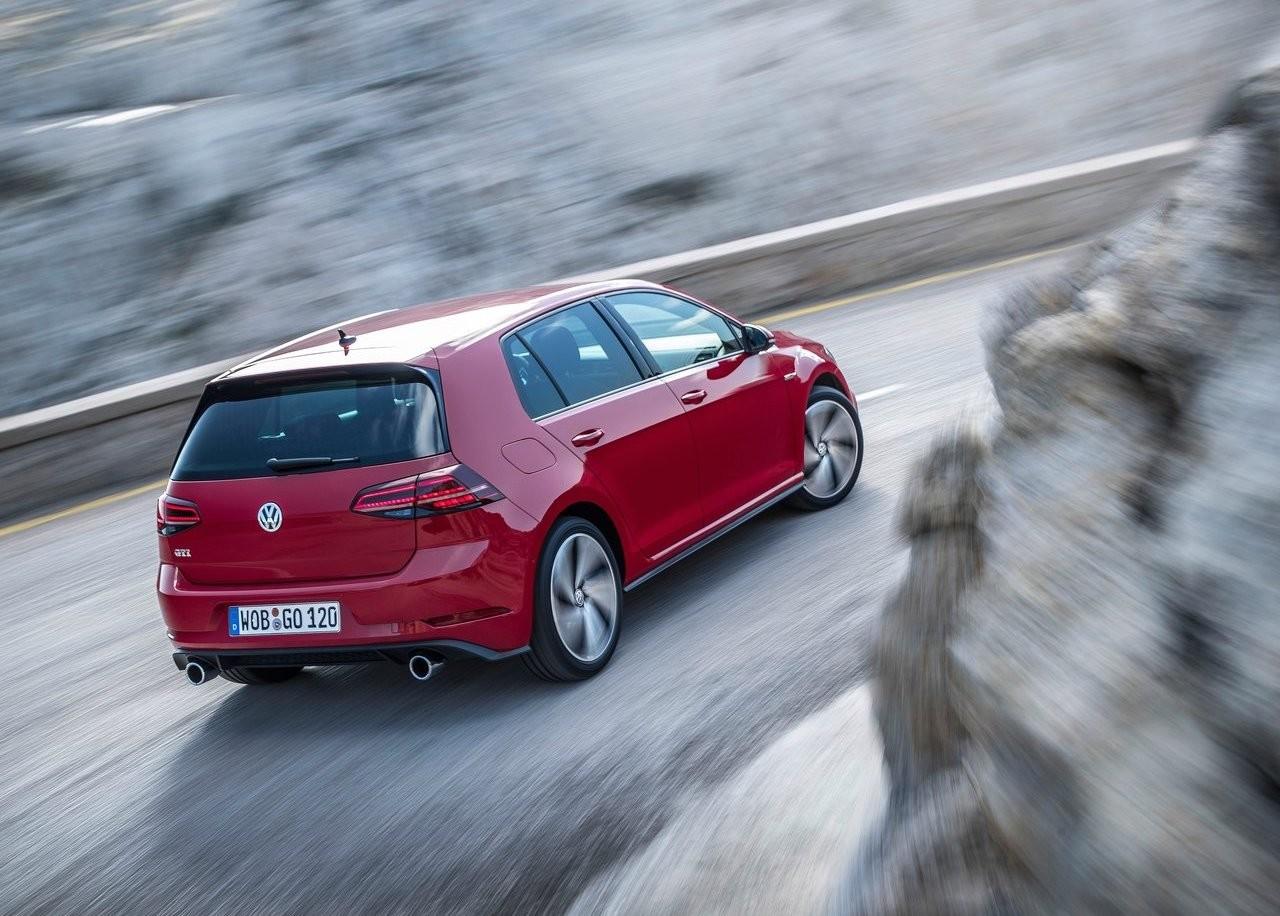 Foto de Peugeot 208 GT vs Volkswagen Golf GTI (21/22)