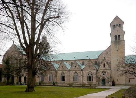 La rosa milenaria de Hildesheim cumple este año 1.200 primaveras