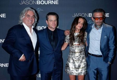 Paul Greengrass, Matt Damon, Alicia Vikander y Vincent Cassel