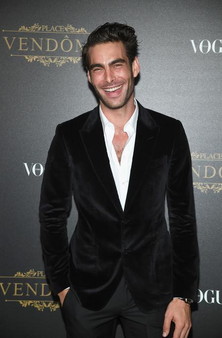 Jon Kortajarena se nos adelanta a llevar terciopelo en la Vogue Party de la Fashion Week de París