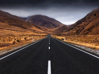 ¿Son las carreteras sin línea central más seguras?