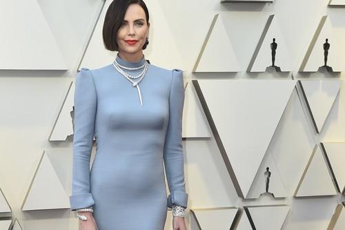 Premios Oscar 2019: Charlize Theron protagoniza el cambio de look más alucinante de la alfombra roja