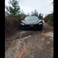 Vídeo: un tipo mete un McLaren 720S por este patatal lleno de barro y desniveles