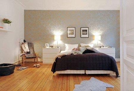 Un dormitorio de estilo escandinavo.