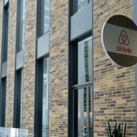 Airbnb amplía miras y experimenta con viajes organizados