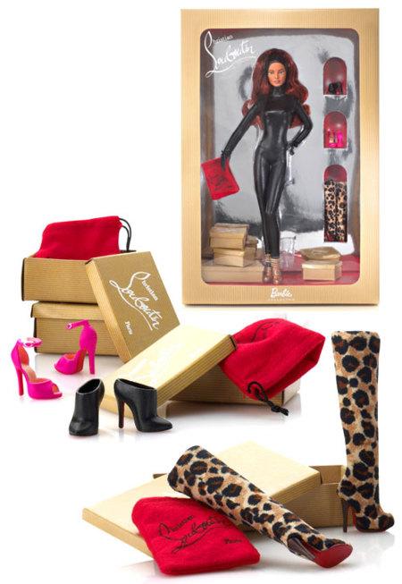 Christian Louboutin le hace zapatos a la Barbie