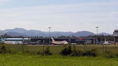 Aparcar el coche en el aeropuerto de Asturias los fines de semana cuesta un 45 % menos
