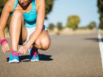 ¿Se te desatan los cordones cuando corres? Toma nota