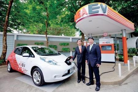 Tailandia abre tímidamente una puerta a los coches eléctricos