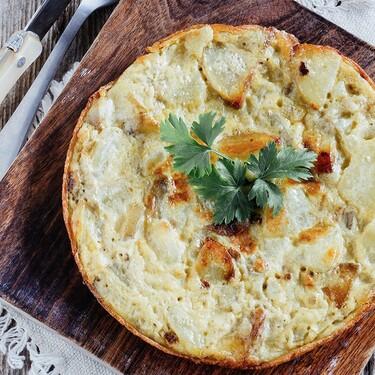 Cómo hacer una tortilla de patatas a la española. Receta Fácil