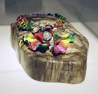 Esculturas - Joyas de Dior en una exposición en París
