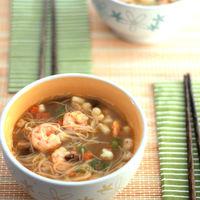 Sopa de caldo dashi con shiitake y frutos del mar, la receta de cuchara más oriental