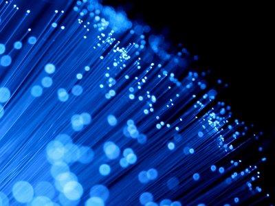 La CNMC fija el precio que los operadores alternativos pagarán a Movistar por usar su fibra