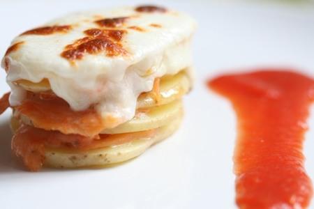 Milhojas de patata y salmón ahumado. Receta