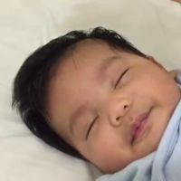¿Cómo dormir a tu bebé en menos de un minuto?: un padre lo enseña en vídeo