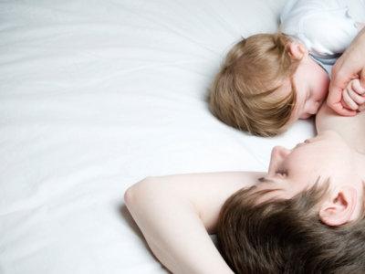 """El colecho y la lactancia están tan relacionados entre sí que pronto hablaremos de """"breastsleeping"""""""