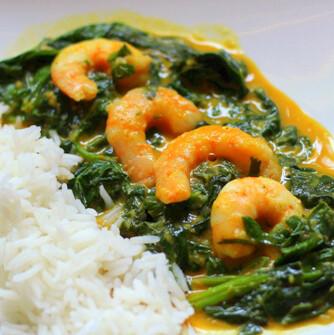 Curry sencillo de espinacas con langostinos, para una cena diferente