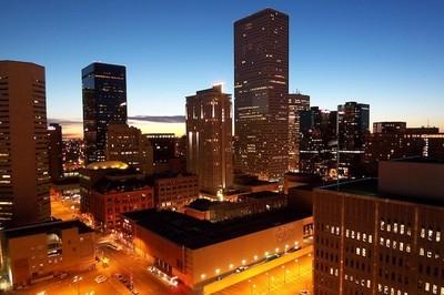 Denver no está en las montañas, una calle sembrada de pianos y la historia de una camisa