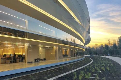 Apple pausa otros proyectos para priorizar sus nuevos servicios, y no es la primera vez que ocurre