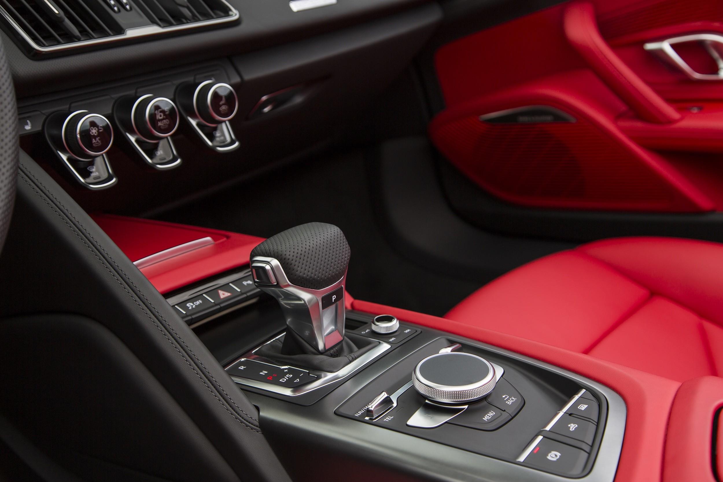 Foto de Audi R8 Spyder (31/38)