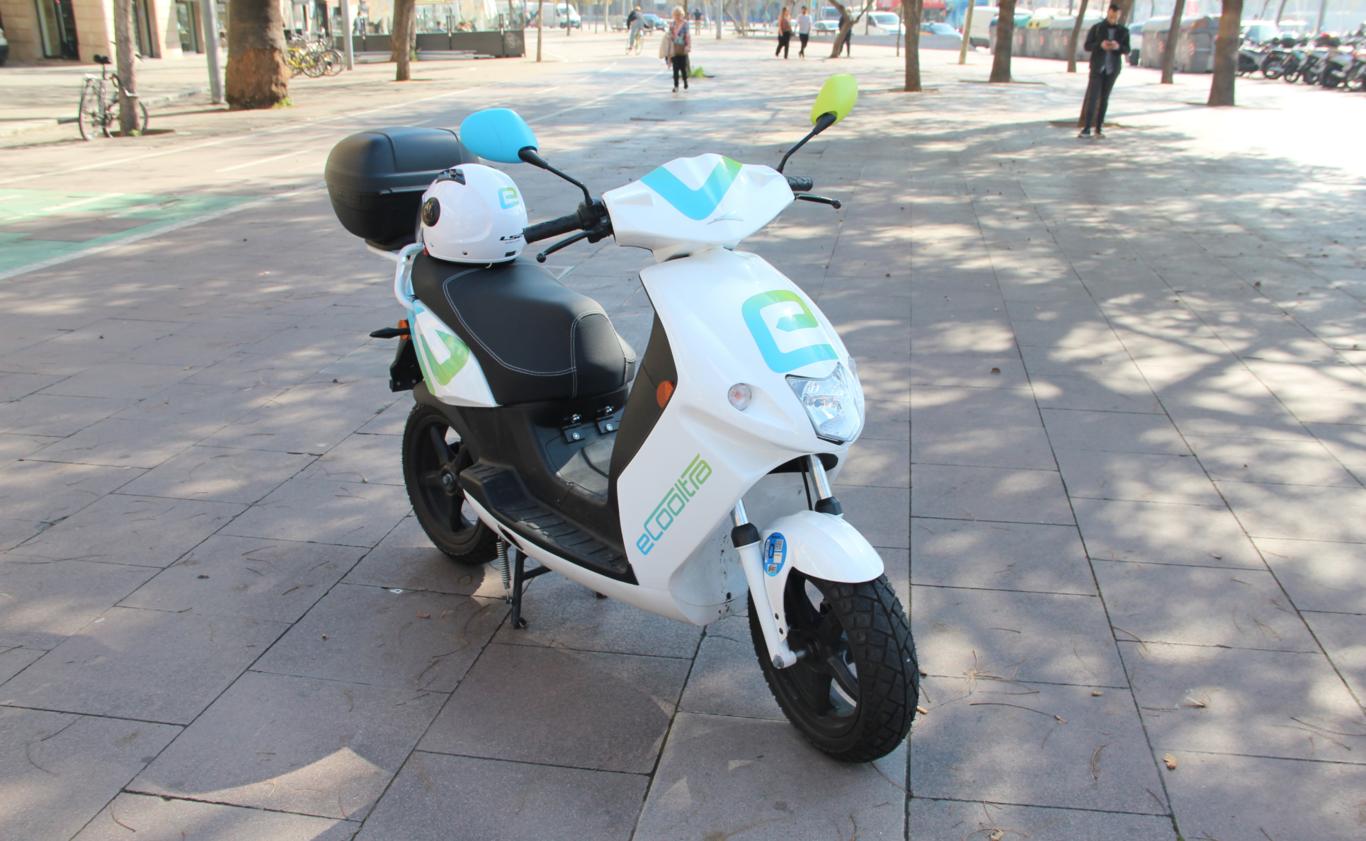 Alquilando motos eléctricas en una ciudad tan prometedora como difícil: el caso de eCooltra en Barcelona