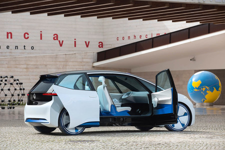 Volkswagen se está planteando un coche eléctrico con un interior apto para mantener el distanciamiento social