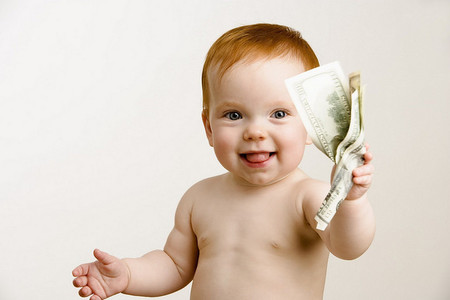 La idea de una madre para que sus hijos aprendan el valor del dinero: una oficina de empleo en casa