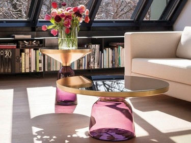 Vidrio de color para el pie de una mesa auxiliar