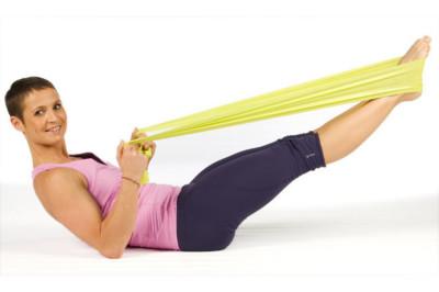 Entrena todos los músculos de la pierna usando sólo una banda elástica