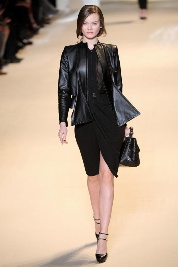 Foto de Elie Saab Otoño-Invierno 2011/2012 en la Semana de la Moda de París: la alfombra roja espera (30/32)