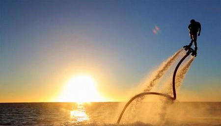 ¿Quieres caminar sobre el agua? Nuevos deportes acuáticos para los más atrevidos
