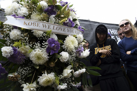 La gala de los Grammy 2020 abre con un momento de silencio por Kobe Bryant, el ex jugador de baloncesto fallecía horas antes en un accidente de helicóptero