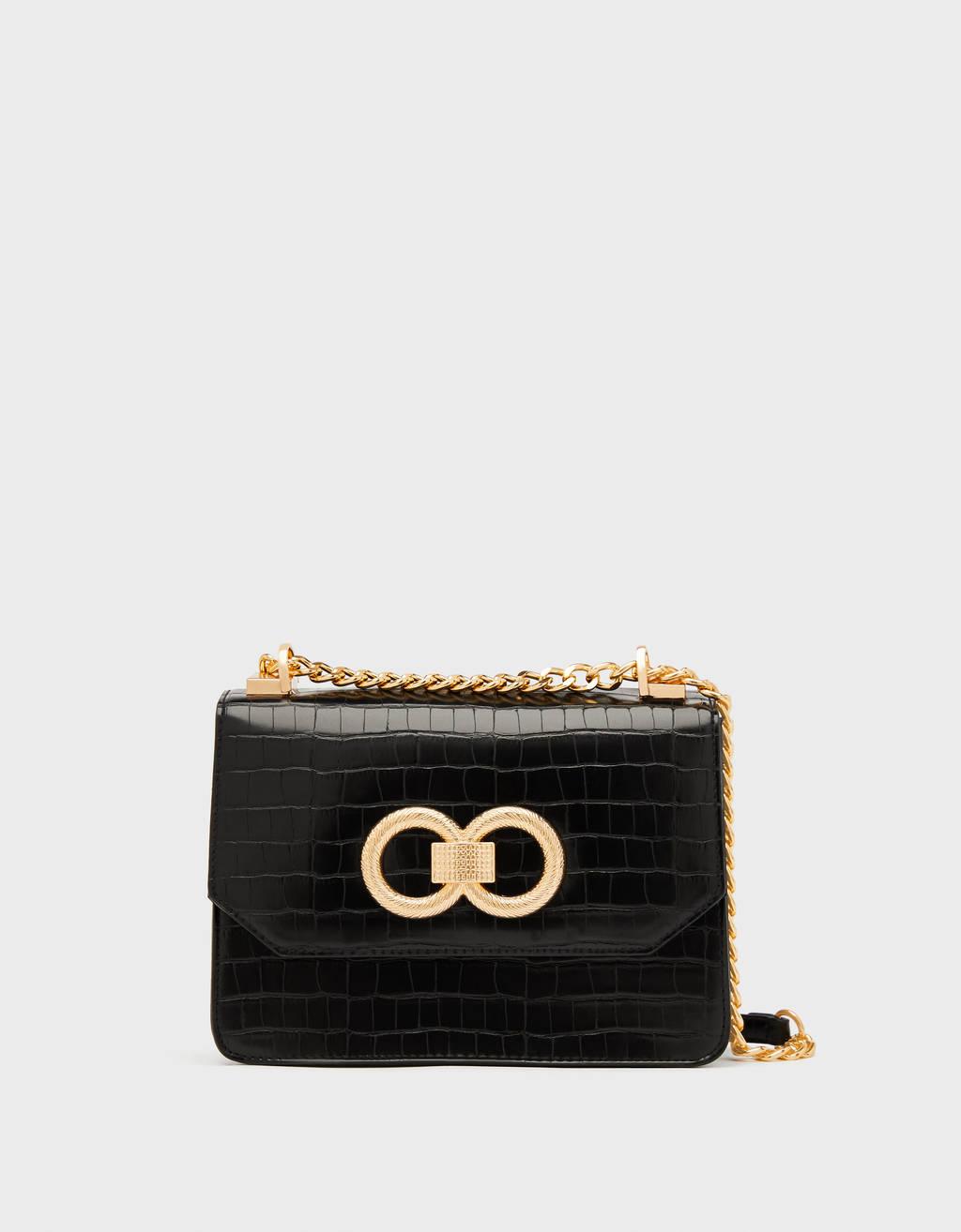Bolso negro con cadena dorada