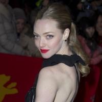 Premiere de Los miserables en la Berlinale: negro y azul para una noche elegante