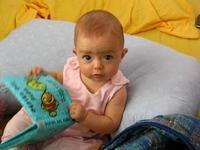 'Con un libro bajo el brazo', libro y CD de regalo para el recién nacido en el Hospital Príncipe de Asturias