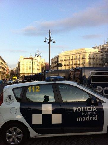 La policía toma Sol. Desmantelado el puesto de información del 15-M. La suciedad política sigue en los despachos