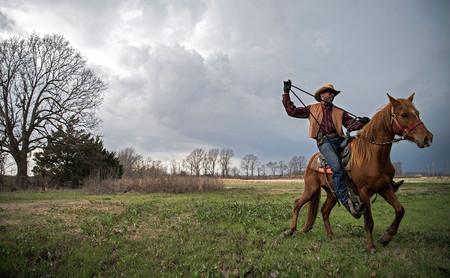 Rory Doyle es el ganador del '2019 Zeiss Photography Award' con 'Delta Hill Riders' sobre los vaqueros afroamericanos del Misisipi