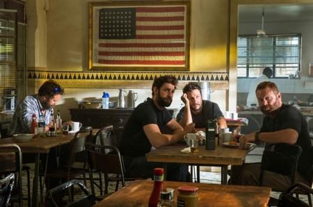 John Krasinski Y Max Martini En 13 Horas Los Soldados Secretos De Bengasi