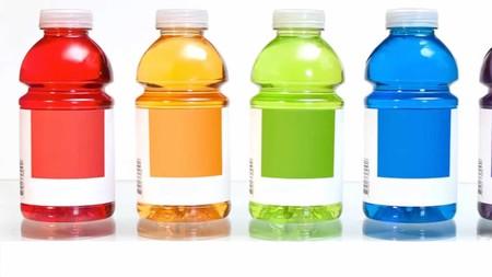 ¿Consumes bebidas isotónicas? Entonces sus beneficios y riesgos te interesan