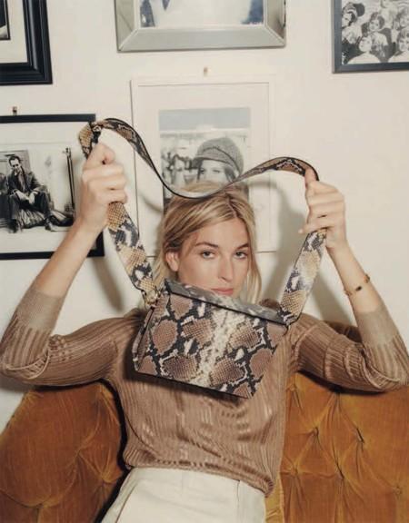 Camille Charrière, la estilosa bloguera francesa, se convierte en la protagonista de una nueva colaboración con Uterqüe